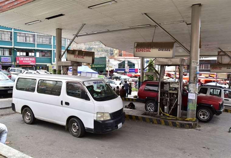 Los bloqueos afectan la provisión de carburante en La Paz. Foto APG
