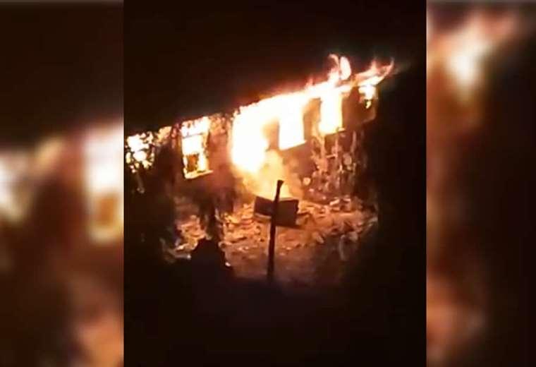 Momento en el que la EPI era consumida por las llamas