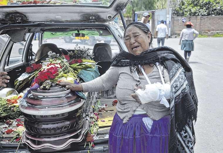 Los familiares de los fallecidos no permitieron, en principio, que se realicen las autopsias a los 9 cuerpos. Foto: AFP