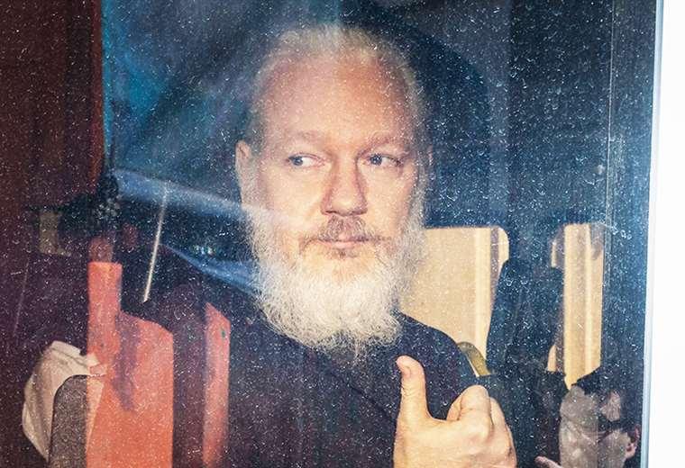 Julian Assangem cuando fue arrestado en la Embajada de Ecuador en Suecia