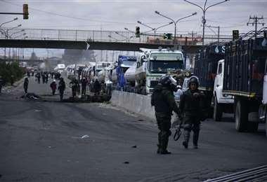 La hilera de motorizados que circula por El Alto I Foto: APG Noticias.