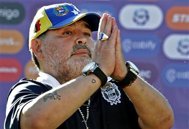 Maradona puso fin a su ciclo como técnico de Gimnasia y Esgrima de La Plata. Foto: AFP