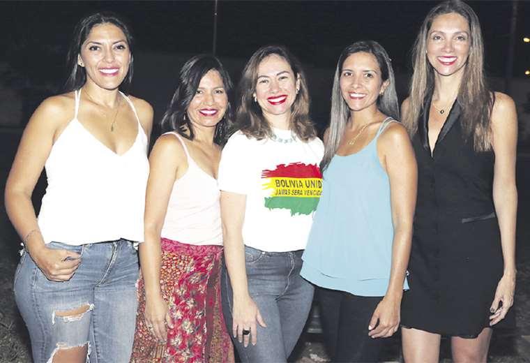 Simpáticas. Yalila Quiroga, Indira Vargas, Brenda Antelo, Bianca Cutnei e Ingrid Cuéllar