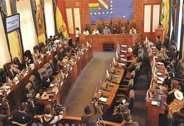 La Cámara de Senadores sesionó ayer. Por primera vez en casi 14 años eligió a un presidente de la Comisión de Constitución que no es del MAS. Foto: APG NOTICIAS