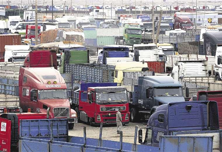 El comercio internacional se ve afectado por la actual coyuntura política del país. El sector pide una solución al bloqueo de las carreteras. Foto: APG  Noticias