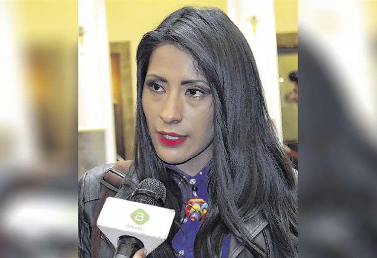 La exministra de Culturas Wilma Alanoca es buscada por la Policía