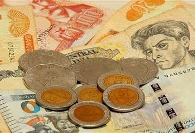 El retiro y depósito de dinero es una de las prácticas más comunes en los bancos