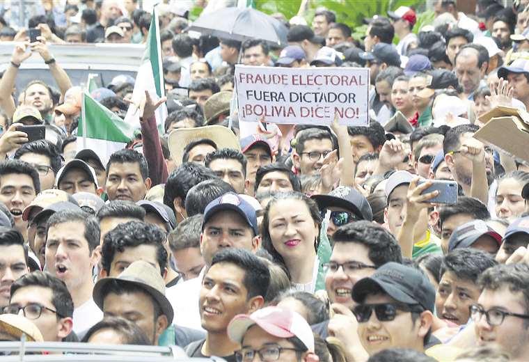 Las protestas en Santa Cruz de la Sierra fueron el catalizador del descontento nacional; Luis Fernando Camacho, líder cívico, jugó un rol fundamental