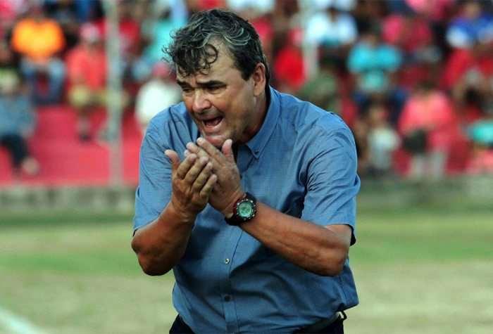 Tucho Antelo pide que también paguen a los miembros de su cuerpo técnico. Foto: Internet