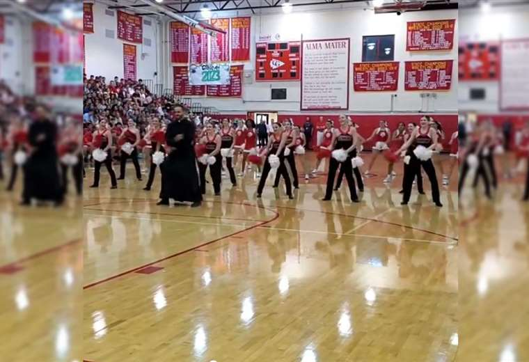 Baile de animadoras con música de Star Wars en un instituto católico termina con sorpresa