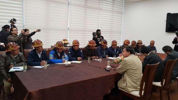 Evo se reúne con cooperatvistas mineros
