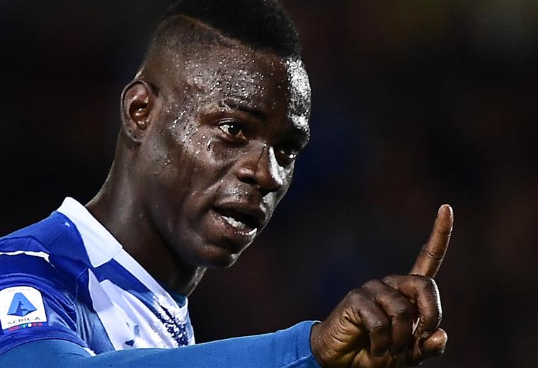 Balotelli denunció racismo de una parte de la hinchada del Verona. Foto: AFP