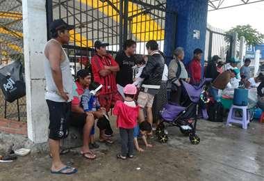 Familias varadas en la Bimodal (Juan Delgadillo)