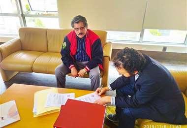 Albarracín conversó con integrantes de la comisión I Foto: Facebook.