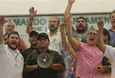 El dirigente de los policías, que estaba acompañado de varios líderes cívicos, emocionó a las más de 5.000 personas