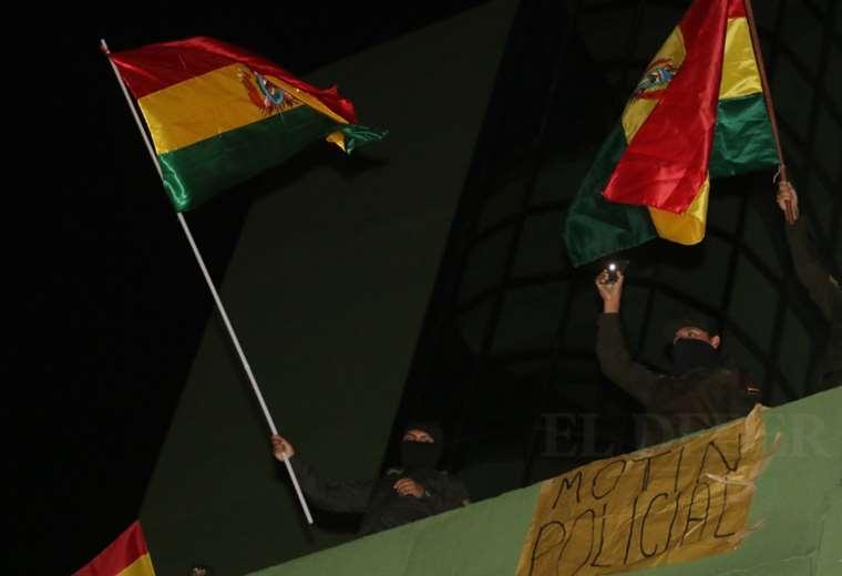 La Policía de Santa Cruz se amotinó pasadas las 20:00. Foto: Jorge Ibáñez