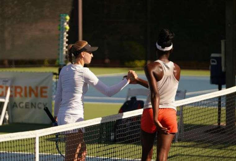 El momento del saludo entre Katherine Sebov (izquierda) y Alycia Parks (derecha). Foto: Twitter