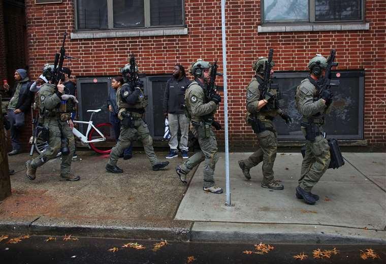 Agentes fuertemente armados iniciaron un operativo para neutralizar a los pistoleros. Foto: AFP