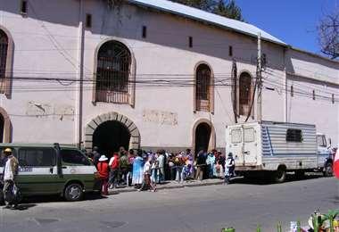Frontis del penal de San Pedro en La Paz I Foto: archivo.
