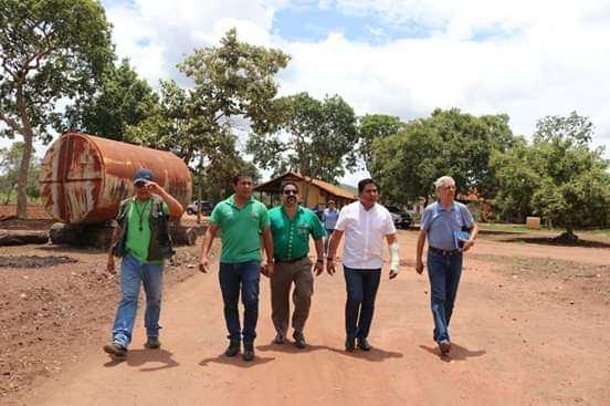 El viceministro de Defensa Civil con el alcalde de San Ignacio y otros funcionarios