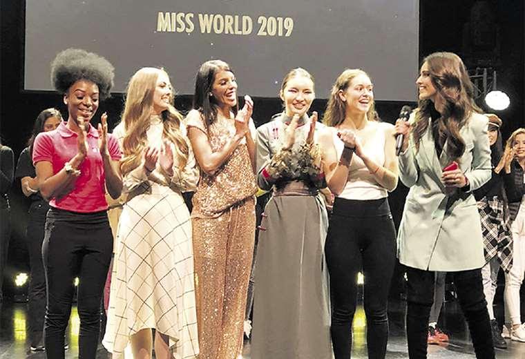 Contentas. Las delegadas de Guyana, Irlanda, Venezuela, Mongolia, Suecia y la miss Mundo 2018. ORG. MISS MUNDO. FOTOS