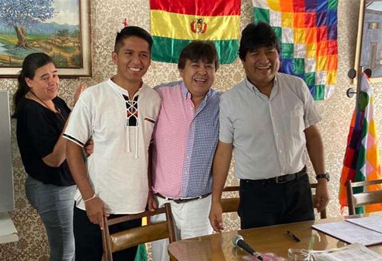 Esta foto circuló en las redes sociales sobre el encuentro entre Morales y Rodríguez