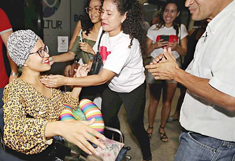 Lupita fue recibida por sus familiares I Foto: Fuad Landívar.