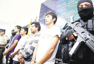 Los cuatro sospechosos del cautiverio del paraguayo Milton Duarte fueron presentados ayer. Foto: EL DEBER