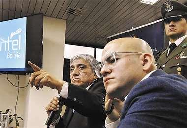 Iván Arias, ministro de Obras Públicas, y Elio Montes, nuevo gerente general de Entel. Foto: APG NOTICIAS