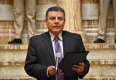 El secretario presidencial, Erick Foronda, leyó un comunicado sobre la Embajada de México. Foto: ABI