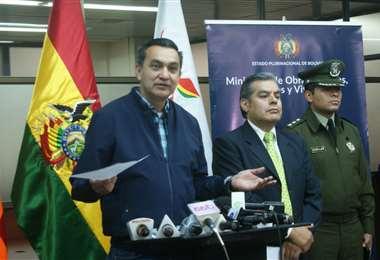 Núñez y Ossio comparecieron esta mañana ante la prensa. Foto Ministerio de Obras Públicas