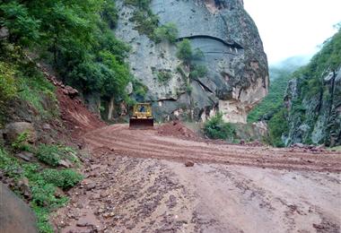 La lluvia ha provocado derrumbes en la carretera