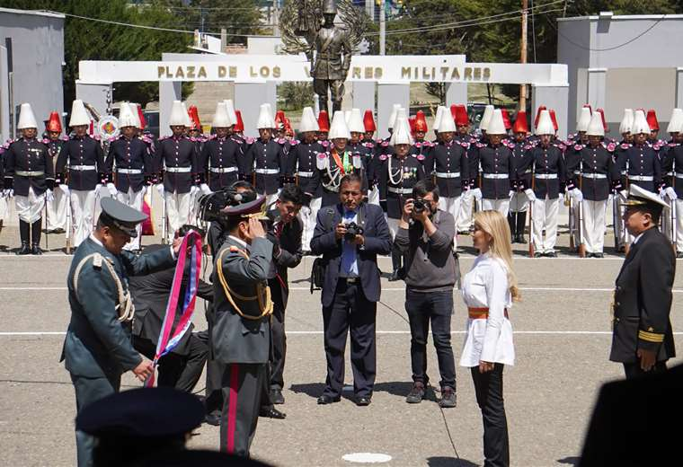La semana pasada las FFAA reconocieron a la presidenta Jeanine Áñez y en el acto protocolar ya no se usó la frase de Fidel Casto   Foto: APG Noticias