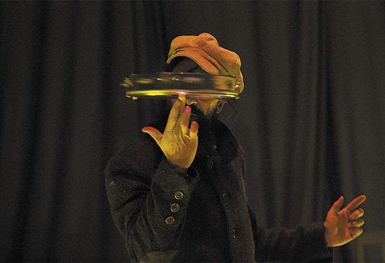 La obra 'Novecento', de Daniel Aguirre, se presentó en el encuentro de 2018, en Sucre. Foto: FACEBOOK VÍA LÁCTEA