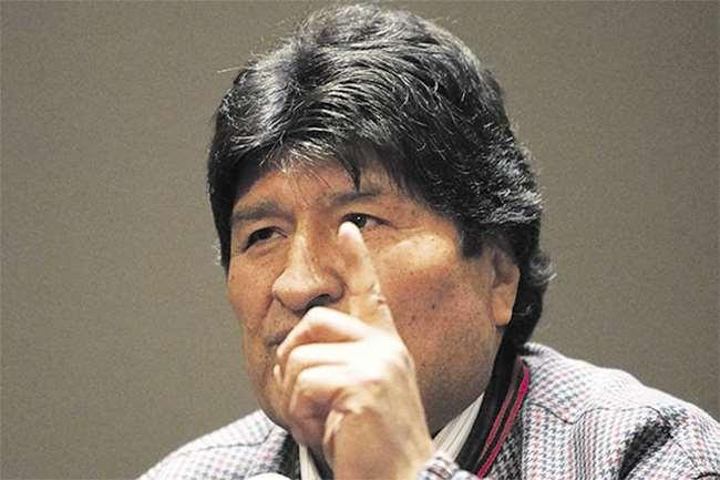 Morales está asilado en México