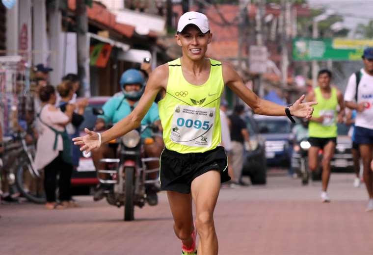 Rubén Toroya fue imparable y por eso logró una diferencia de 49 segundos sobre su inmediato seguidor, Yairsson Puma. Los atletas demostraron tener fe y devoción. Foto: Ricardo Montero
