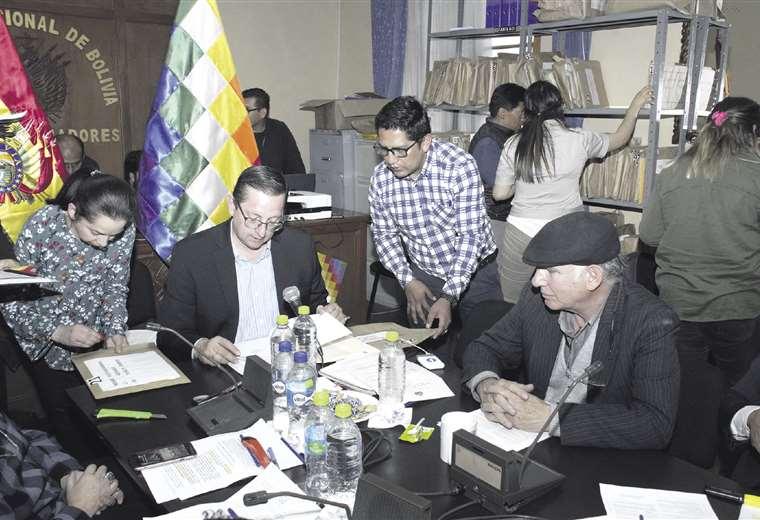 La Comisión Mixta de Constitución terminará hoy con la revisión de los requisitos que exige la norma. Foto ABI