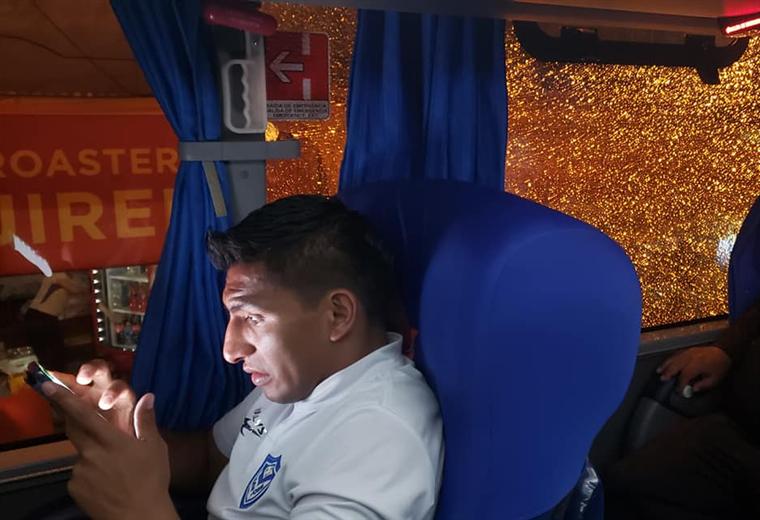 El capitán Didi Torrico y atrás el utilero Henry López. Foto: Club San José