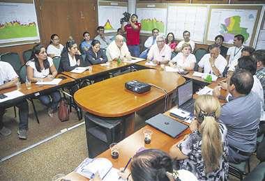 La titular del Sedes en reunió con médicos y personal de la Alcaldía