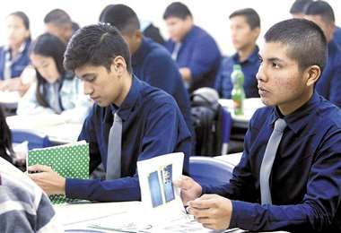 Los estudiantes de colegios fiscales y privados pueden postularse