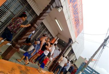 El crimen llamó la atención de la población en Guarayos. Foto: Désther Ágreda