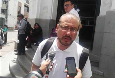 El líder cívico cruceño viajó hasta Sucre para presentar la denuncia.