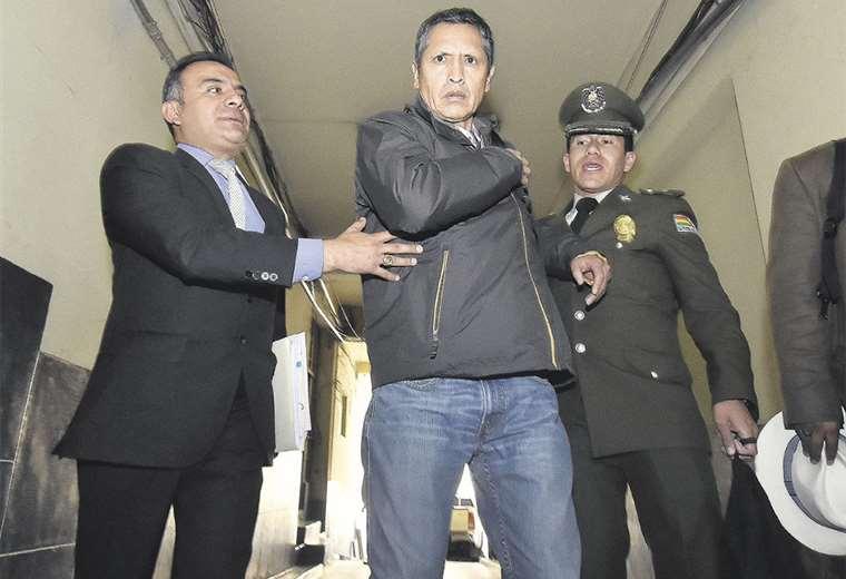 El general en retiro Celier Aparicio, segundos después de agredir a un fotoperiodista de APG. Foto: APG NOTICIAS