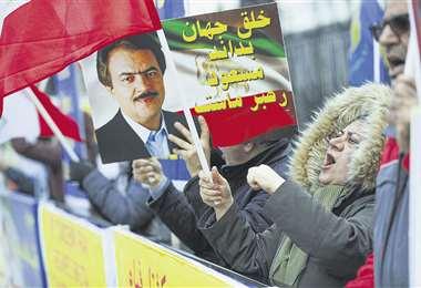 Una protesta de miembros de la resistencia iraní en Londres, por el derribo del avión ucraniano. Foto: AFP