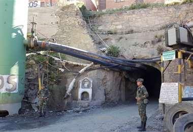 Ingreso a una mina del cerro Posokoni | Foto: Archivo EL DEBER