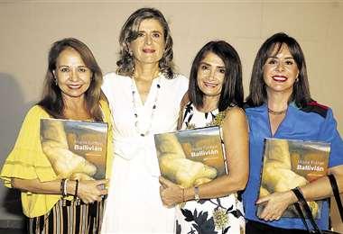Con la autora. Rosa Elena Araóz, Marie France Perrin, Roxana Limpias y Mariel Lema