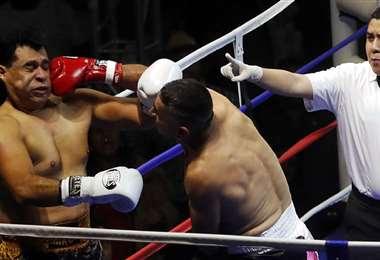 Esduin Javier y Neto Bran, en plena pelea. Foto: Internet