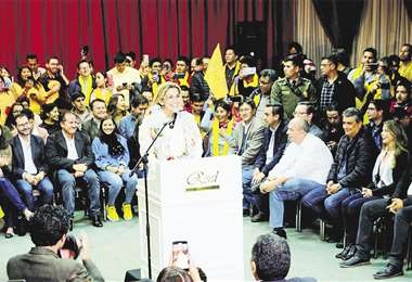 La presidenta Jeanine Áñez oficializó su candidatura. Espera la decisión de Luis Revilla. Foto: ABI