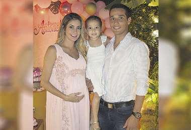 Familia. María René Antelo junto con su esposo Juan