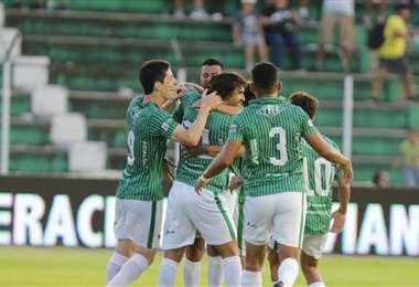 La celebración tras el gol de Juan Diego Gutiérrez. Foto: Fuad Landívar